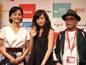 (左から)南果歩、前田敦子、廣木隆一監督